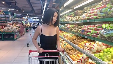 [PREVIEW] Kylie_NG Squirts All Over Her Car After shopping at a Supermarket