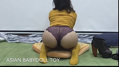Curvy Asian Slut Stripteases solo play till squirting yellow lace heels