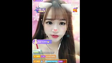 Asian girl talkshow Uplive