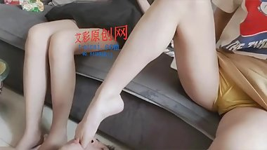 chinese foot gagging vomit腿腿灵猫脚深喉插吐