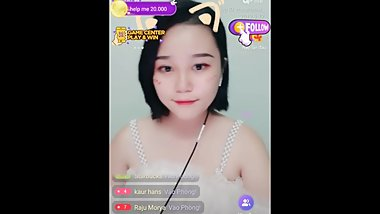Shorthair girl asian livestream in Uplive