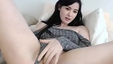 Beautiful Asian Babe on Cam