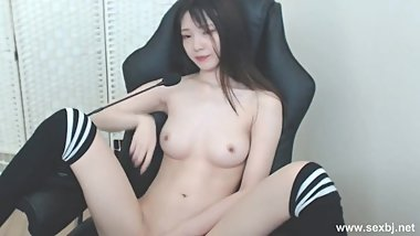 BJKoreanX 40 clips of her can be downloaded at the first comment