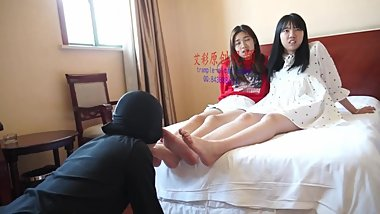 chinese foot worship-two 18 yrs old student foot worship