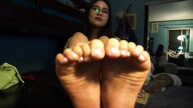 Asian Exposing Soles On Webcam