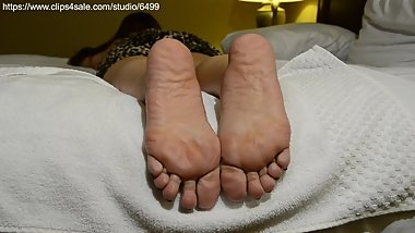 Asian woman cum on soles 2
